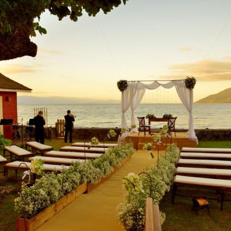 Casamento Ana Luiza e Lucas - Viela da Praia (foto: Fernando Tomanik) - Mara Perez Arquitetura de Festas